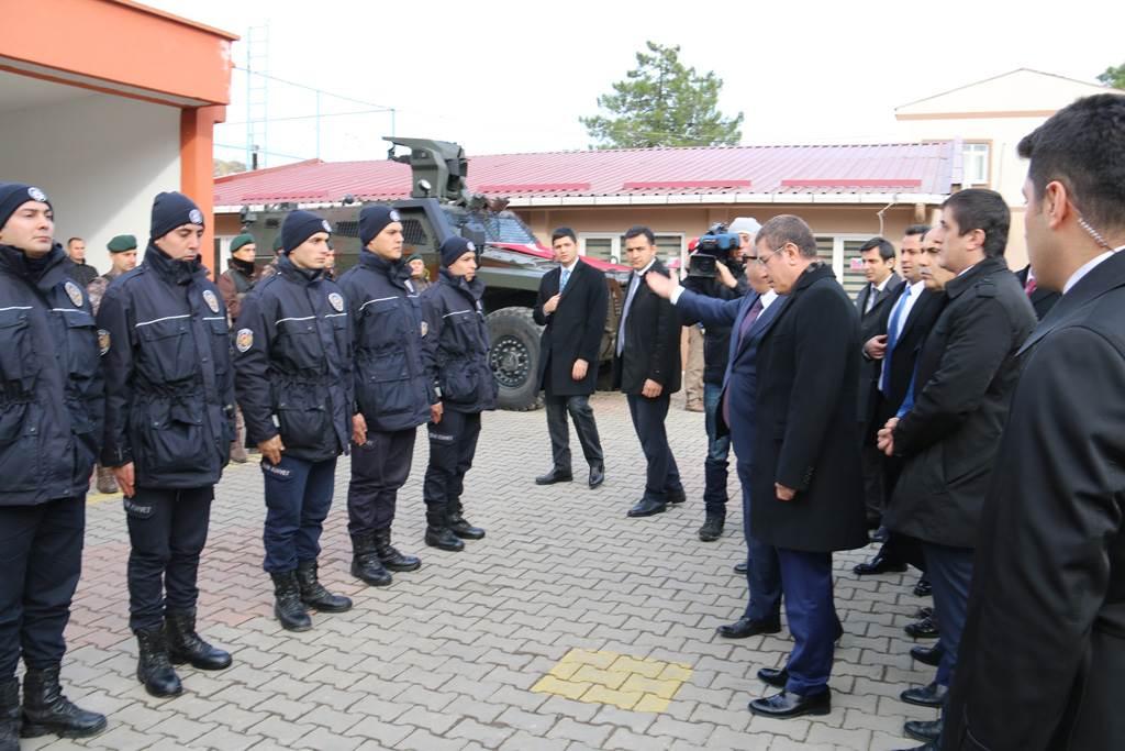 Başbakan Yardımcısı Canikli'den Çevik Kuvvete