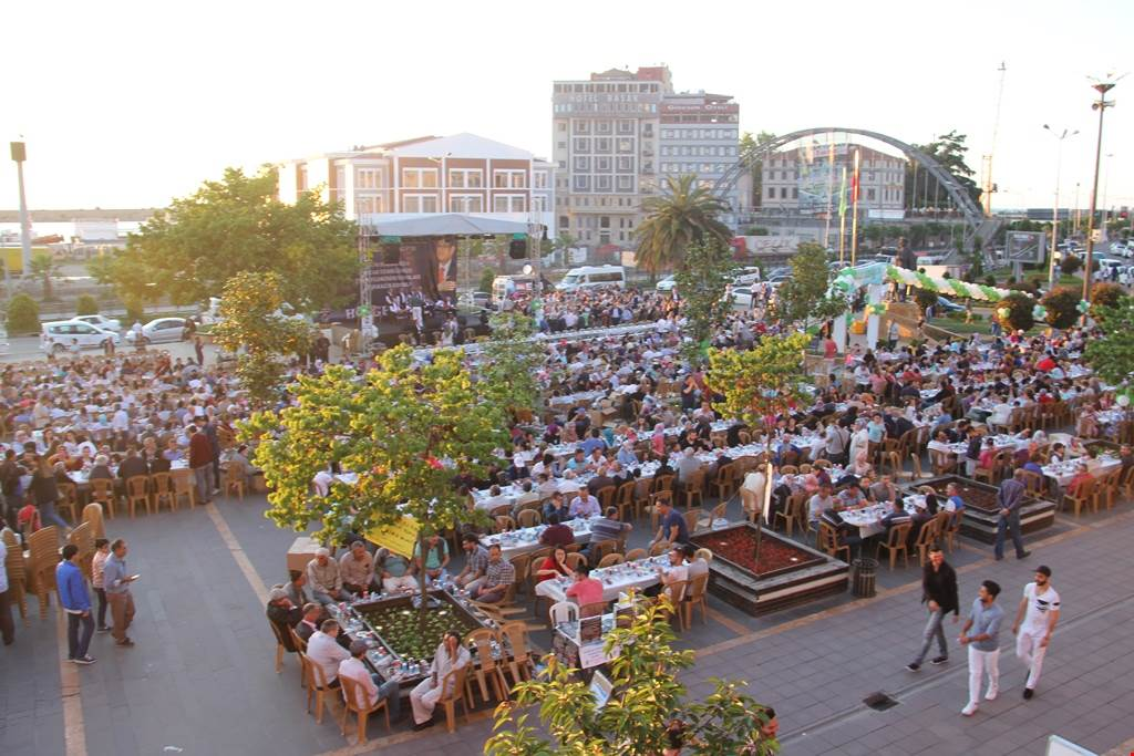 4 Bin Kişi Sokak İftarında Buluştu