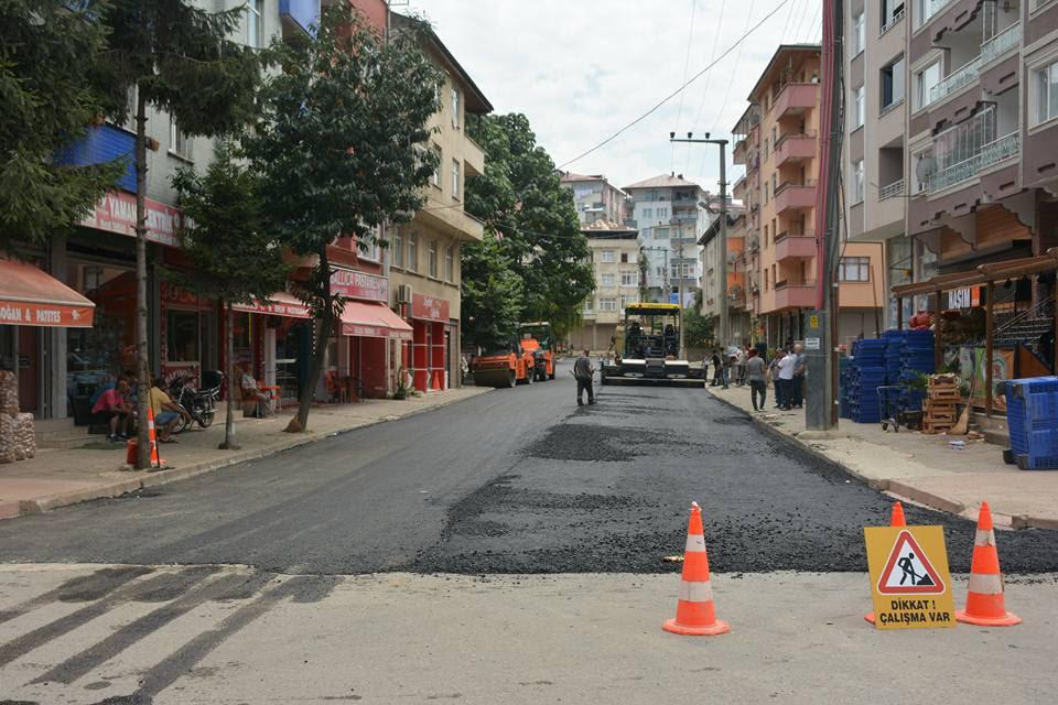 Şht. Bahtiyar Aydın Caddesi sıcak asfalt ile