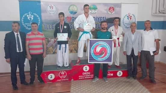 Giresunlu Karatecilerden Madalya
