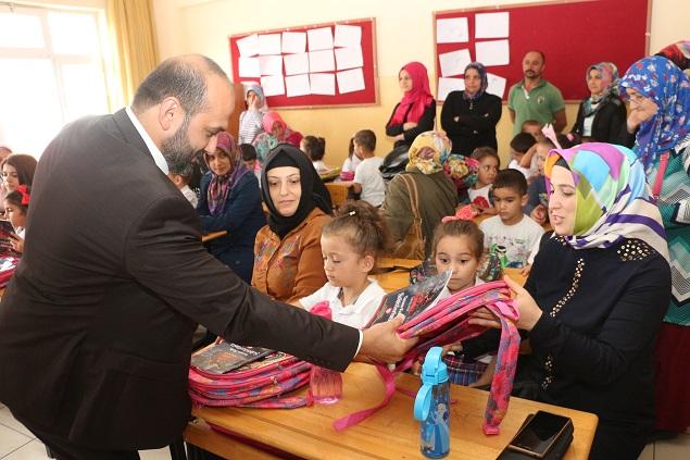 Başkan Karapıçak Çocukları Sevindirdi