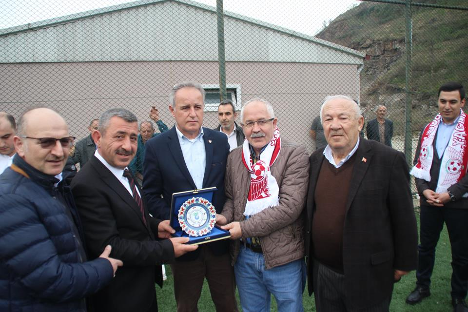 YAĞLIDERESPOR'A KATKIDA BULUNANLARA PLAKET VERİLDİ