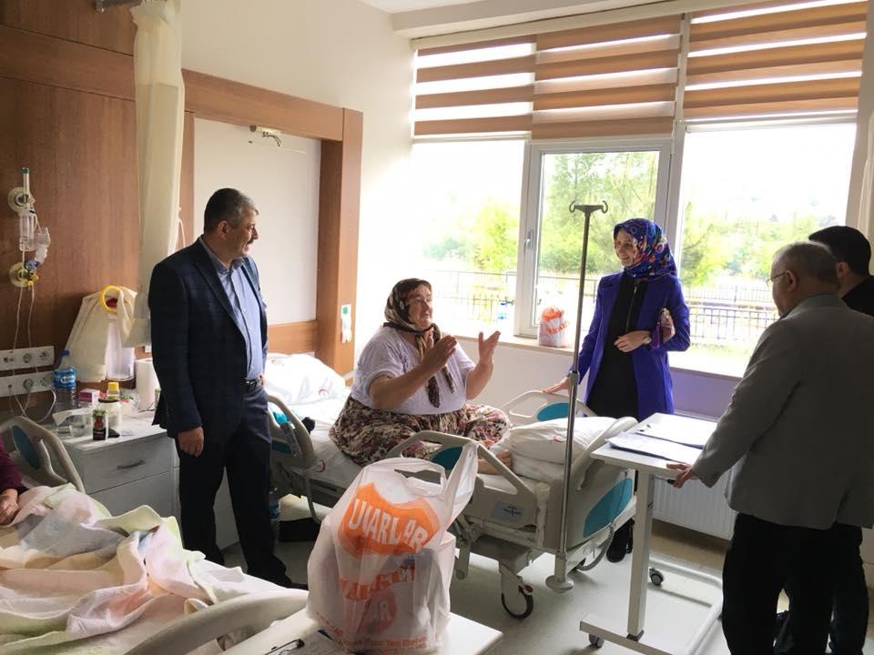 Devlet Hastanesinde Yatan Hastaları Ziyaret
