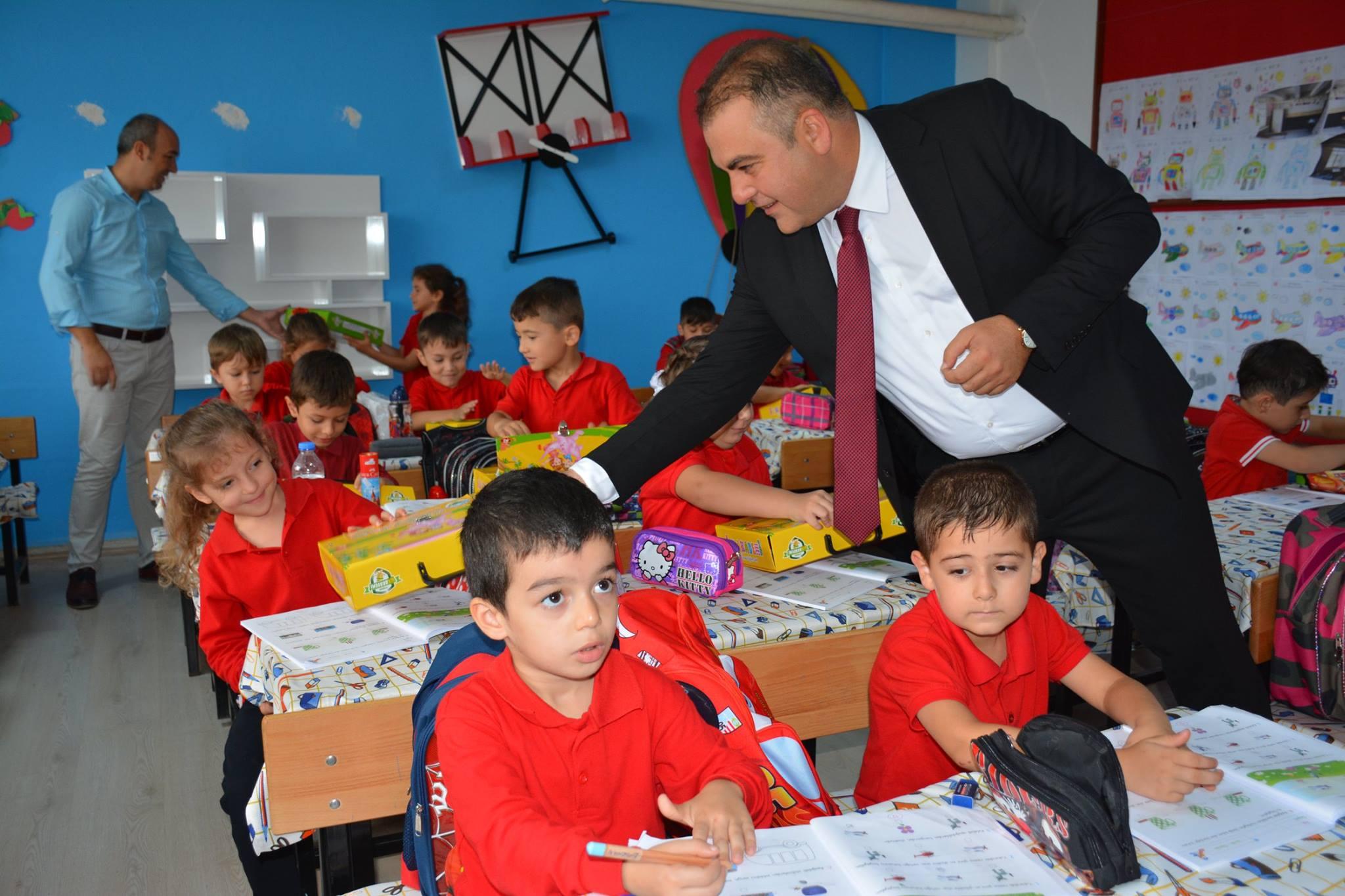 BAŞKANIMIZDAN ÖĞRENCİLERİMİZE 'EĞİTİM SETİ'