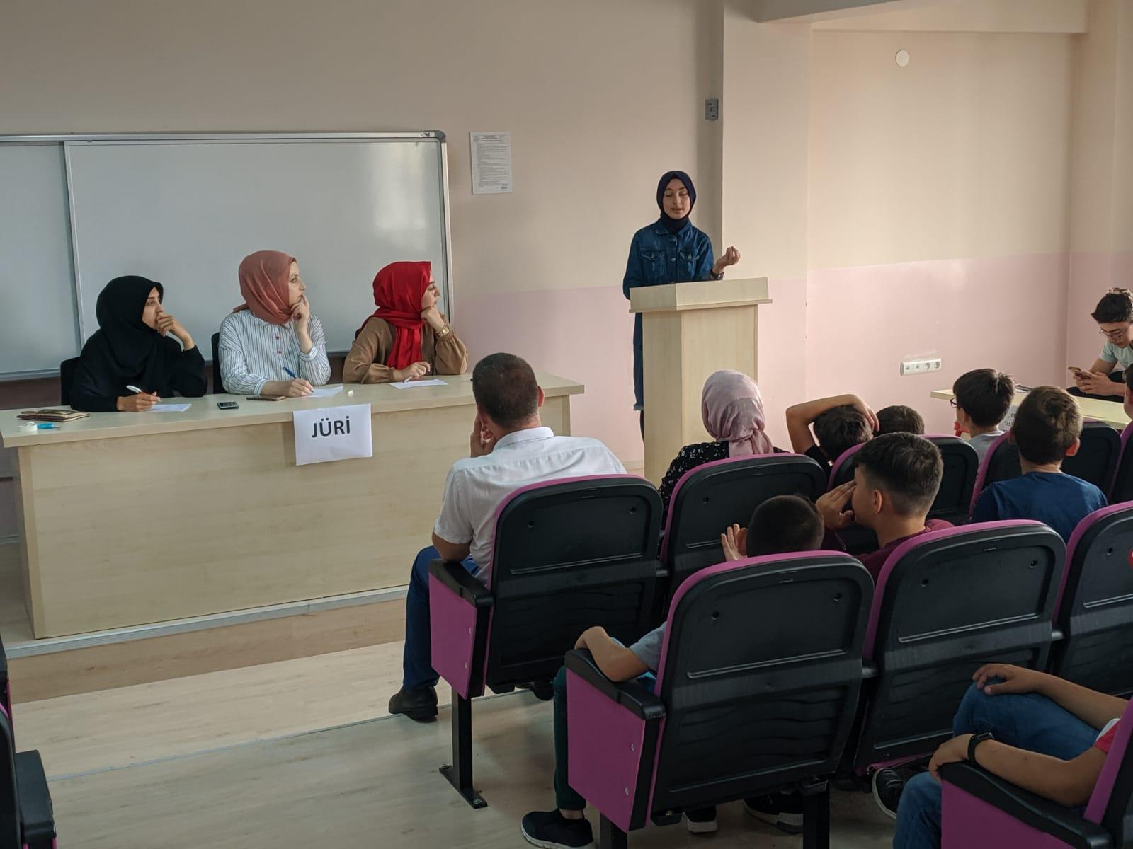 TÜGVA Yaz Okullarında Münazara Etkinliği