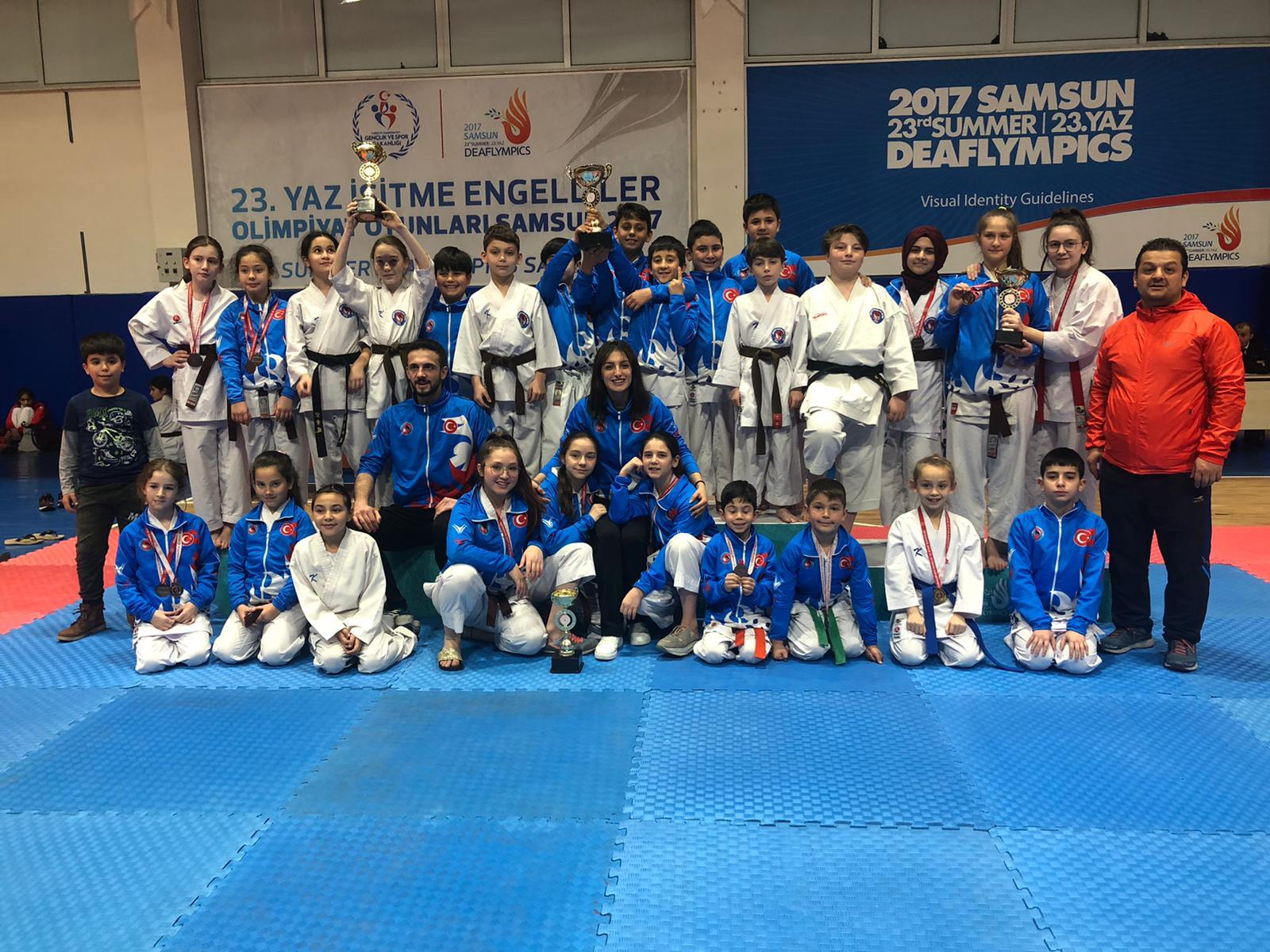 Akademi karatecileri yine