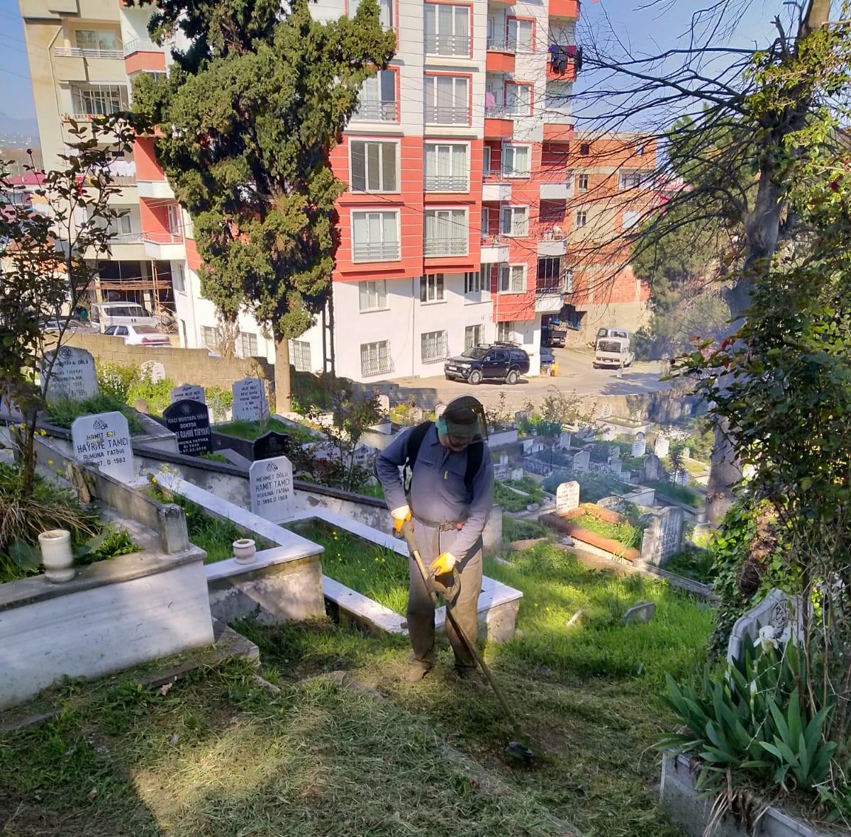 Belediye Mezarlıkları Pırıl Pırıl oldu