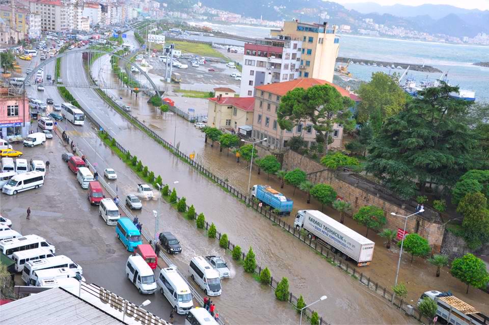 Otobanda Biriken Yağmur Sularına
