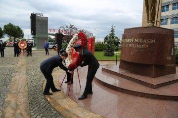 Ulu Önder Atatürk Saygıyla