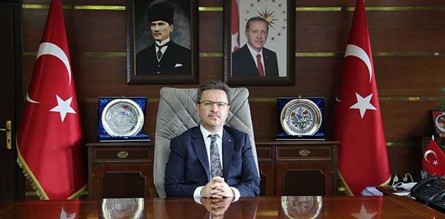 Vali Ünlü, yılın bürokratı seçildi