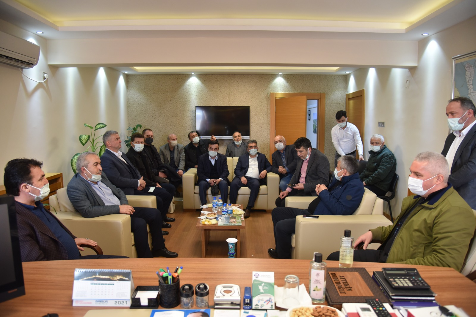 Mustafa Dündar, Güce Belediyesini ziyaret etti