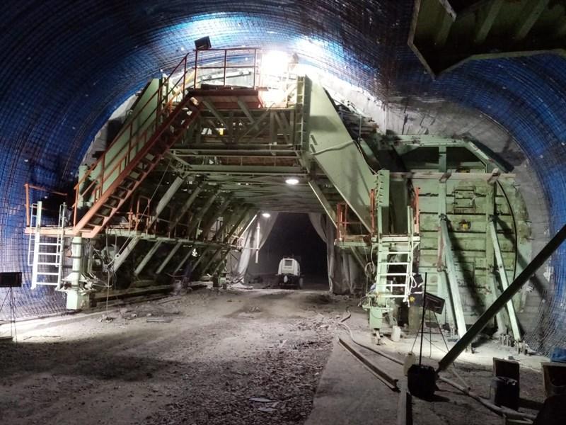 Eğribel Tüneli ile Bağlantı Yollarında Çalışmalar Devam