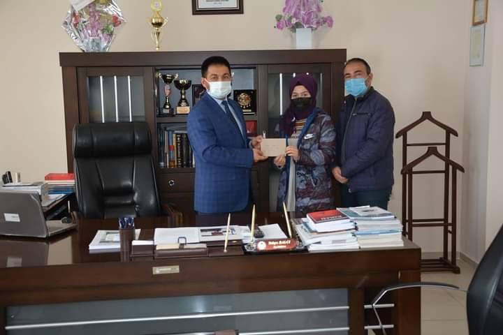 Nilay Türkmen Ödülünü Aldı