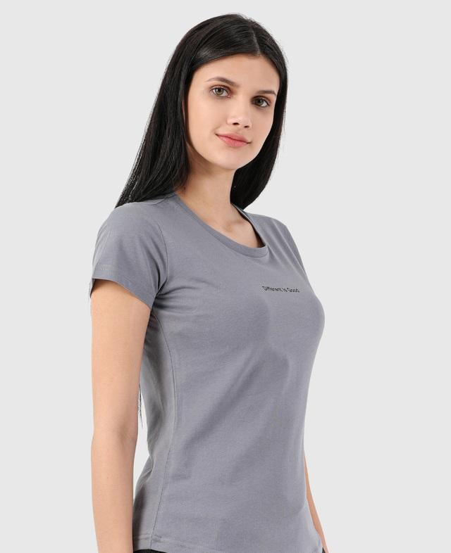 Kadın Basic Tişört Tasarımları