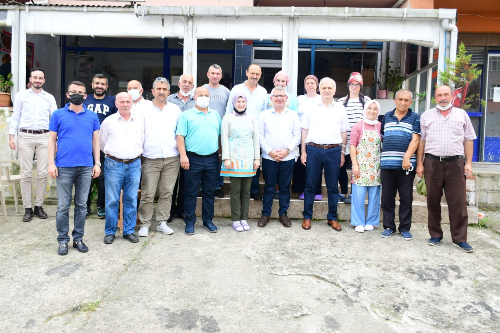 Aydın, Tirebolu'da esnaf ve vatandaşlarla buluştu.