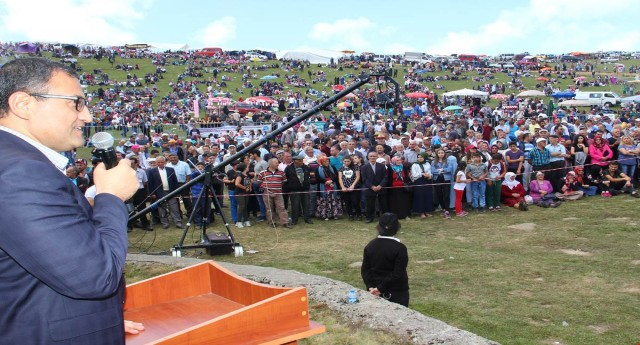 Vali Sarıfakıoğulları Kümbet Festivaline Katıldı.