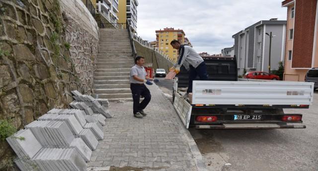 ROMANCI GÜZİDE SOKAK'TA MERDİVEN