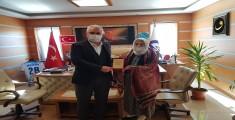90 Yaşındaki Nineden Başkan Boduroğlu'na Anlamlı Plaket